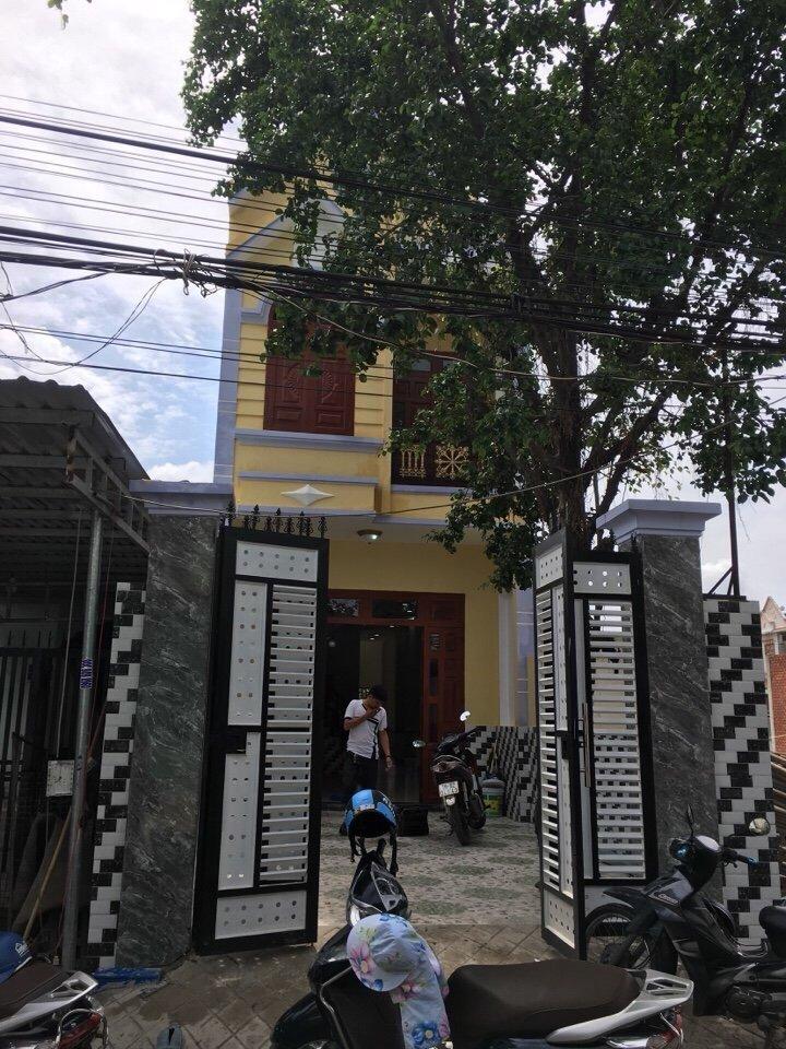 Bán nhà 1 trệt 1 lầu,giá rẻ,đường đỗ tấn phong,gần ngã ba cây điêp,dĩ an,bình dương