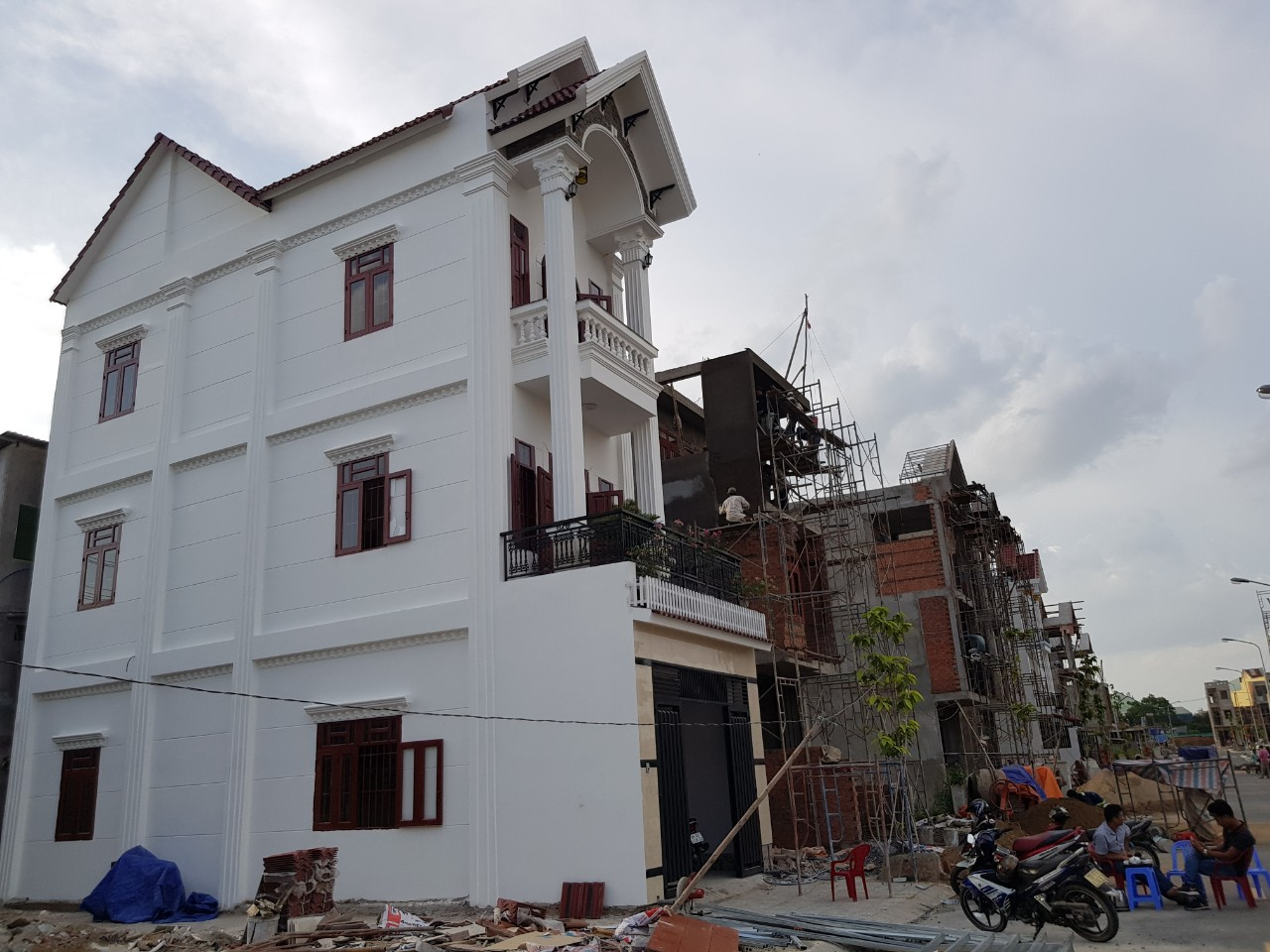 Bán nhà 2 lầu 1 trệt,đường Lê Hồng Phong,ngã tư chiêu liêu,tân đông hiệp,dĩ an,bình dương,2,55 ty