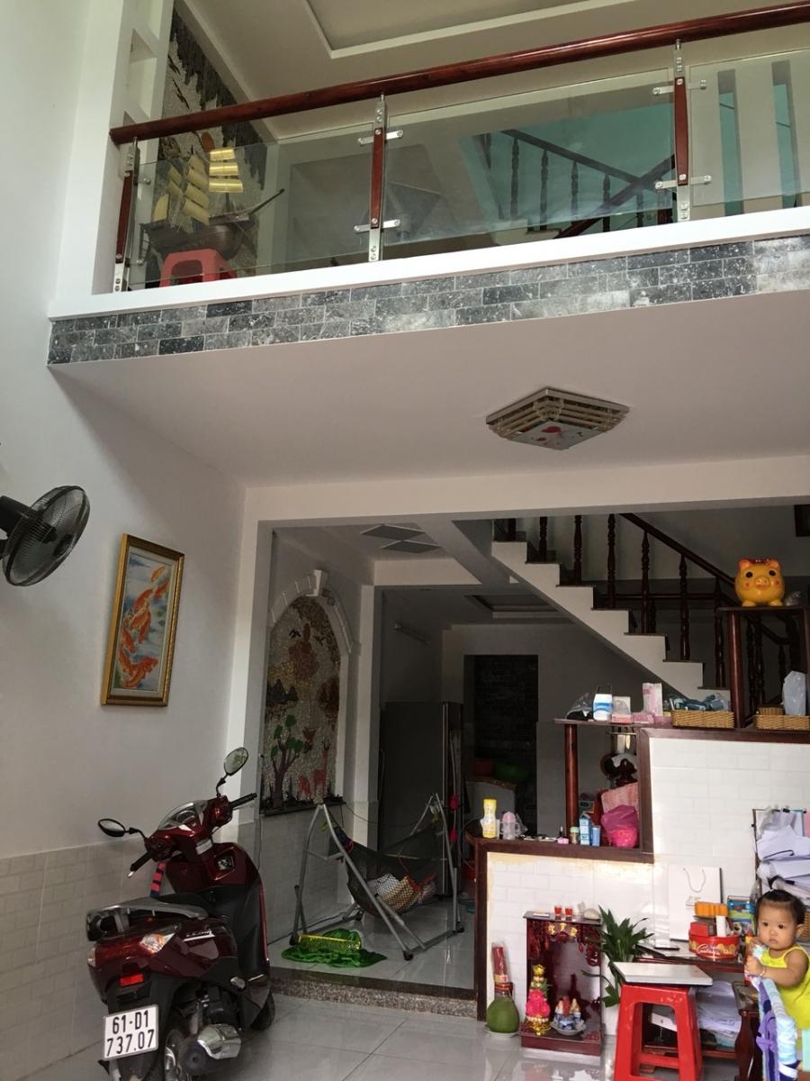 Bán nhà ngay chợ dĩ an 2, 1 trệt 1 lầu sổ hồng chính chủ đã hoàn công