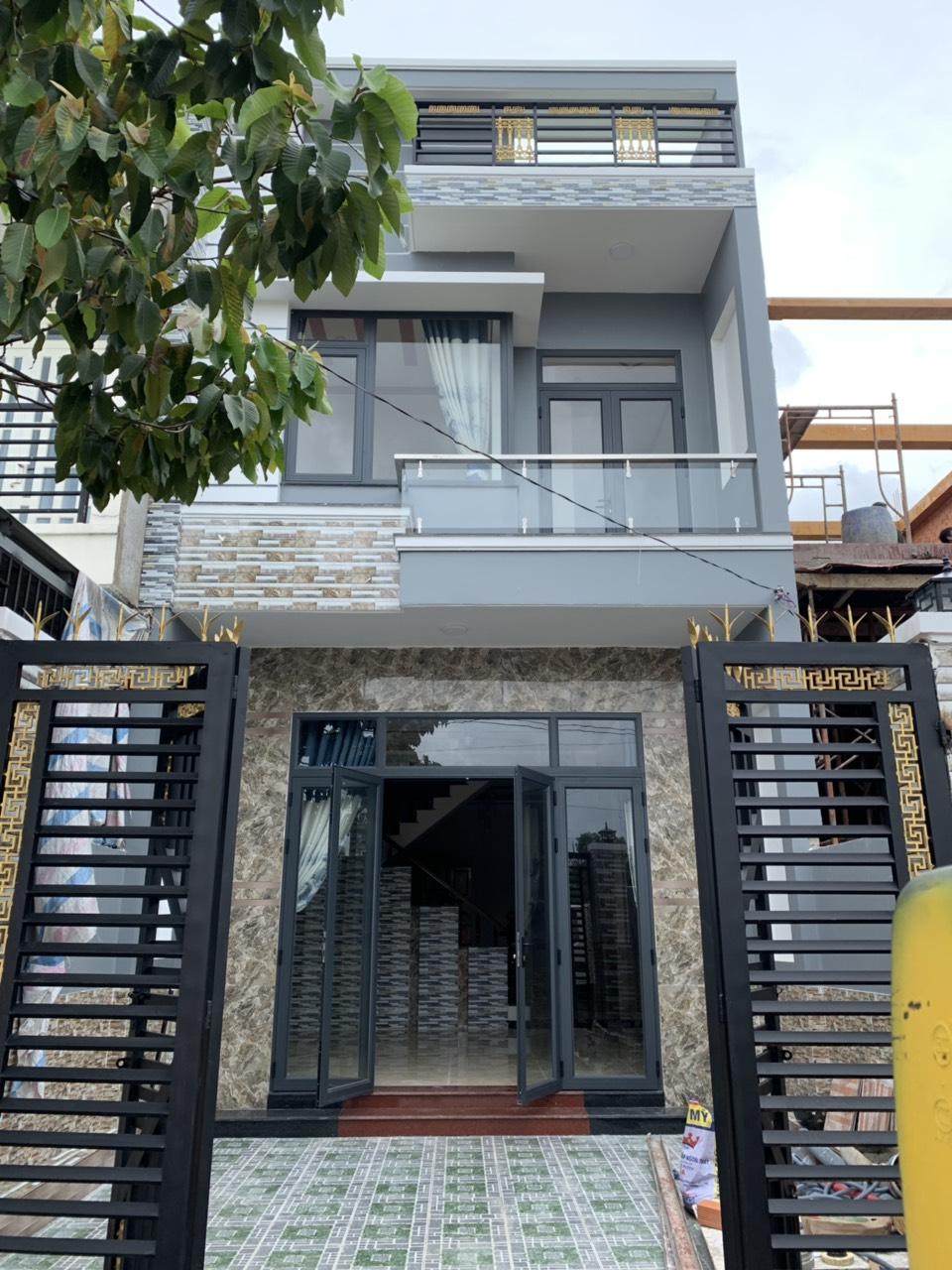 Bán nhà sổ hồng riêng 1 lầu 1 trệt mới hoàn thiện DT 100m2 full thổ cư thị xã Dĩ An