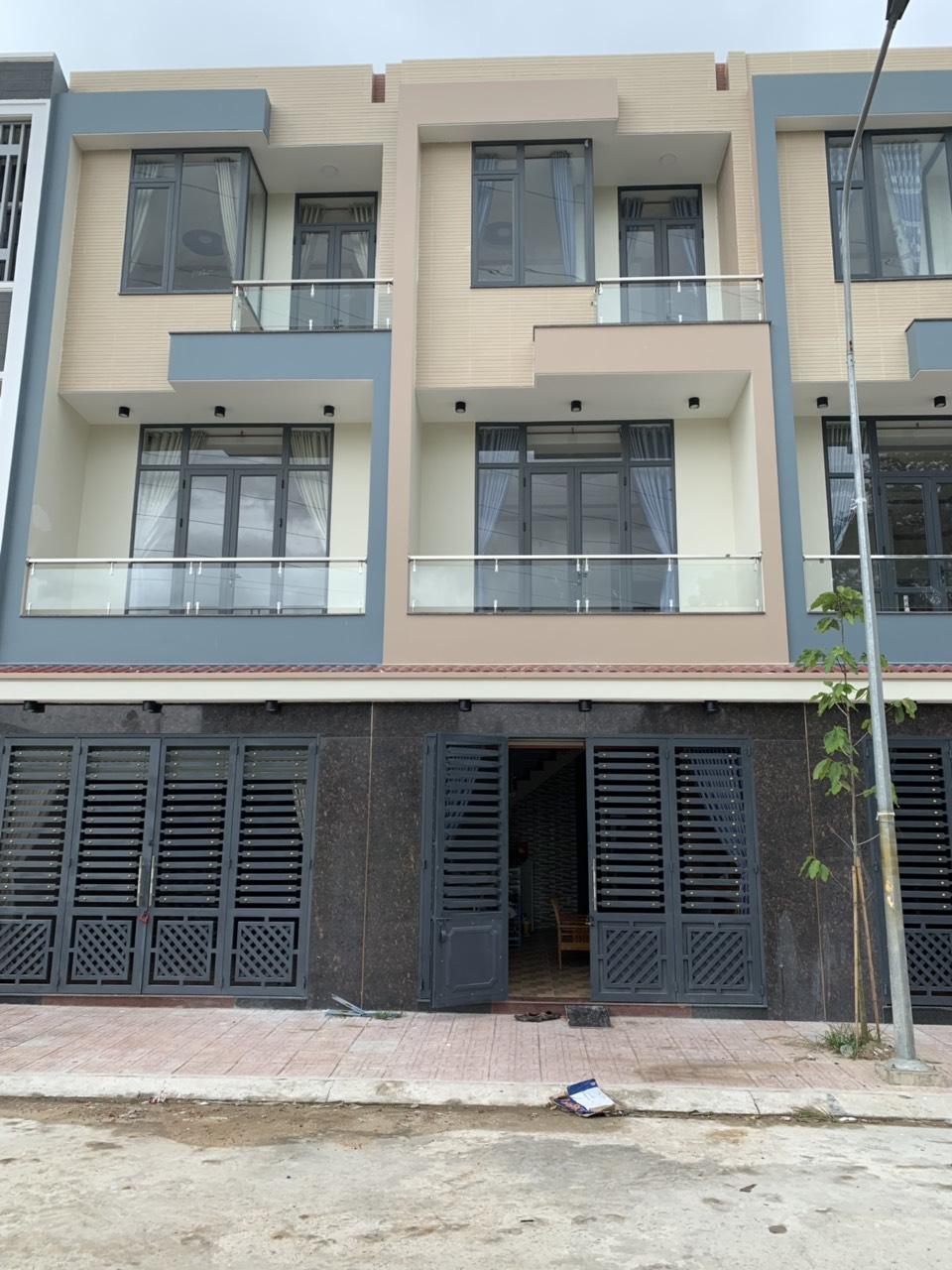 Bán nhà sổ hồng riêng 1 trệt 2 lầu phường Đông Hòa giá rẻ thị xã Dĩ An