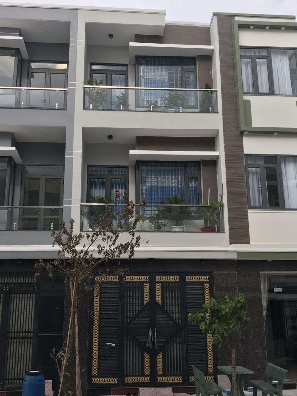 Bán nhà phố 2 lầu 1 trệt sổ hồng riêng phường Đông Hòa thị xã  Dĩ An